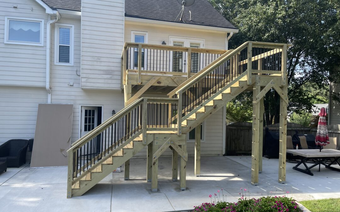 Deck with round metal balusters